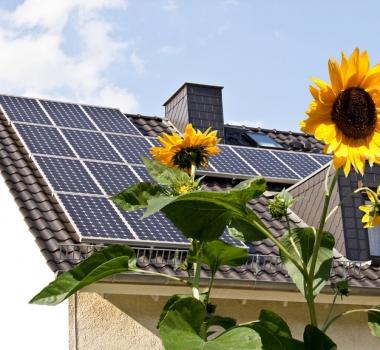 Photovoltaikanlagen reinigen mit Glasreiniger