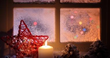 Sprühschnee zur Weihnachtszeit entfernen