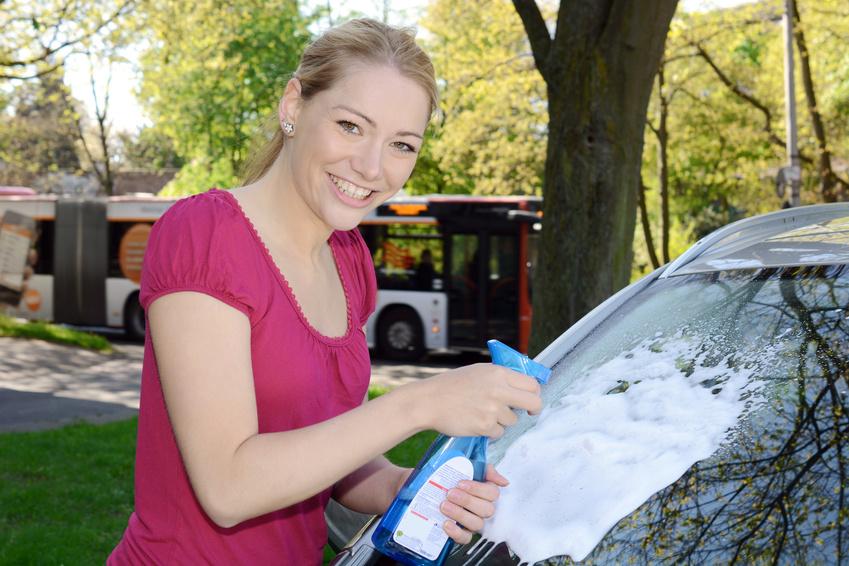 Autoscheiben streifenfrei putzen